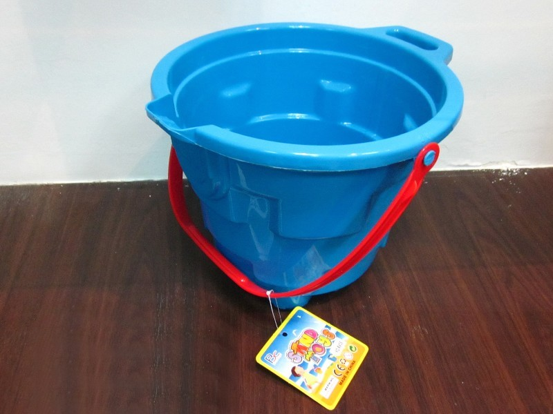 BEACH_BUCKET_4f7bf064ef2c9.jpg